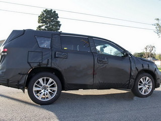 Toyota Highlander 2014 spy shots