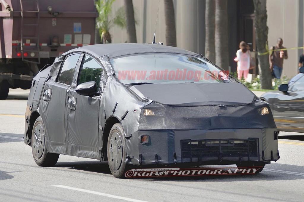 Toyota начала тестировать новый Priu…