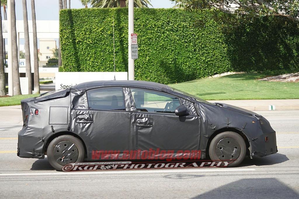 Фото Toyota Prius модели 2015…